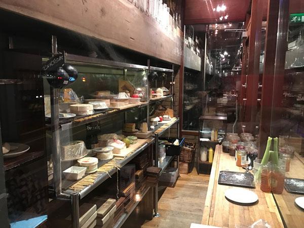 チーズとワインを楽しむレストラン / VIVAT BACCHUS