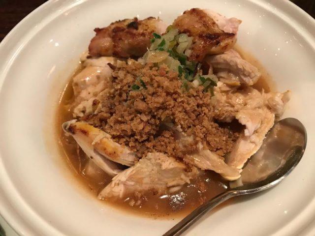 ノスタルジックなインテリアの中でいただく台湾料理XU